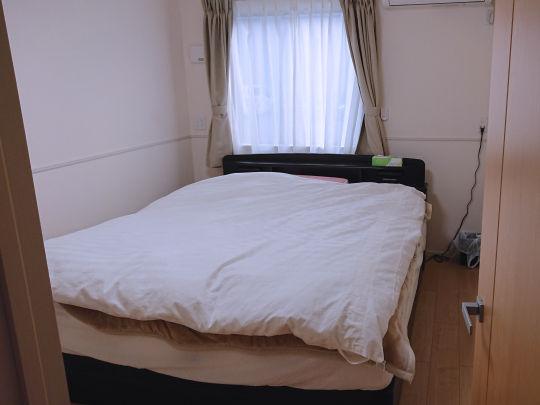全部屋ベッドを完備しております。また出稼ぎで寮を使用した後はシーツ、枕カバーなど洗濯・掃除や片付けに入り、綺麗な状態で女の子に入室して頂いております。